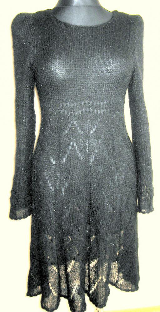 Juoda moherinė suknelė
