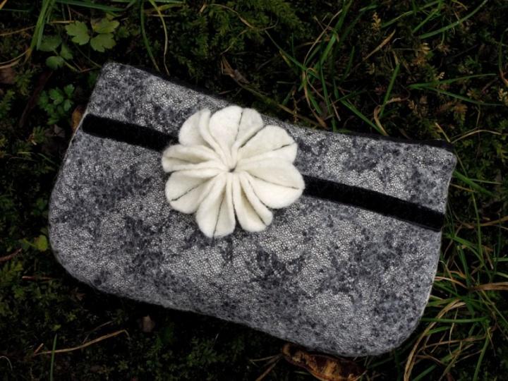 Kosmetinė su gėle