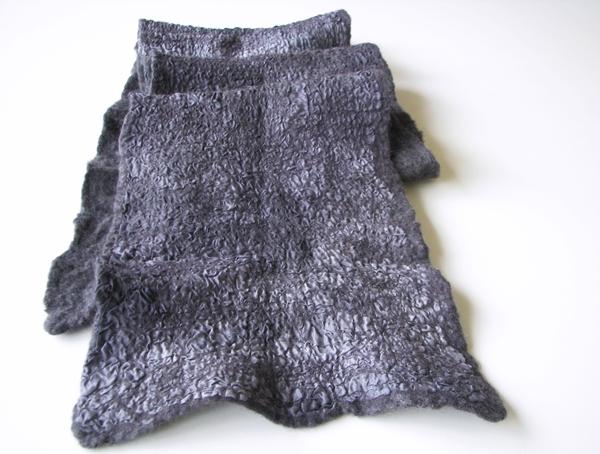 Sidabrinis - pilkas su šilku