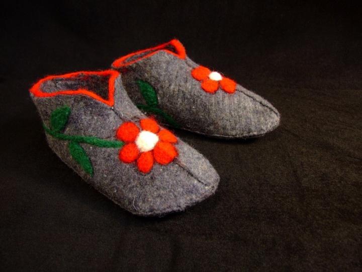 Šiltos gėlėtos šlepetės