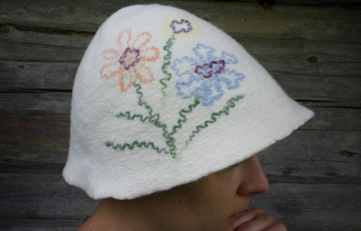 Pirties kepurė su gėlėm