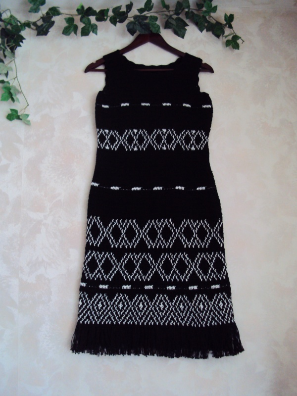 Rastuota suknele su svarkeliu