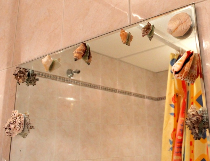 senas veidrodis naujos kriauklytės