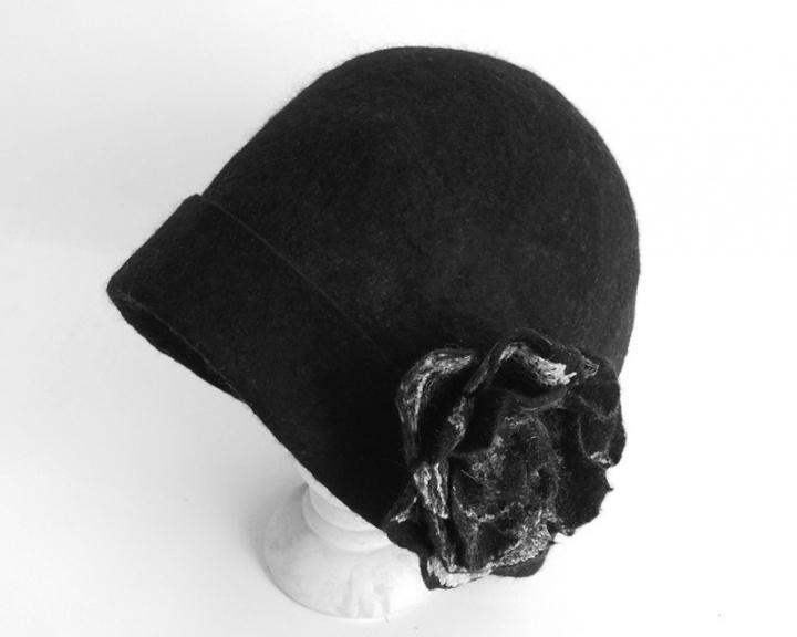 Juodas kepuriukas