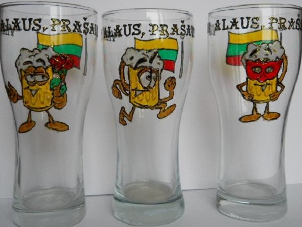 Linksmieji alaus bokalai