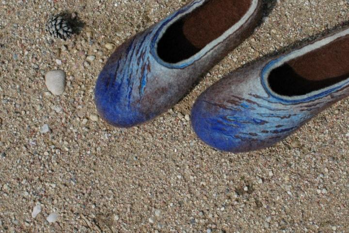 Mėlynai rudos šlepetės