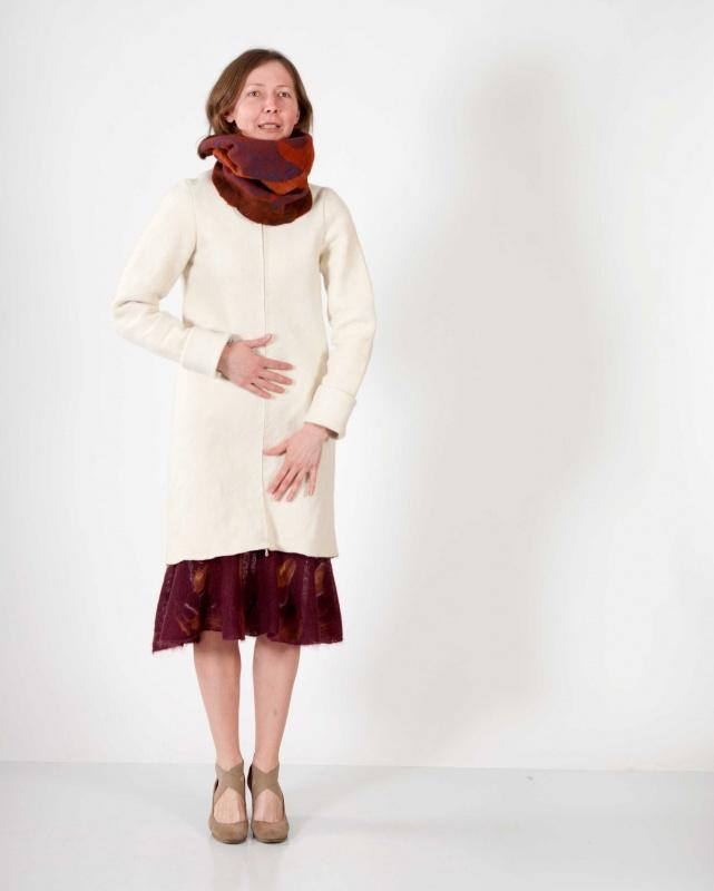 baltas pavasarinis paltukas