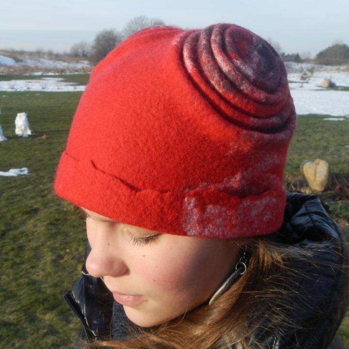 """Kepurė """"Raudonas meškutis """""""