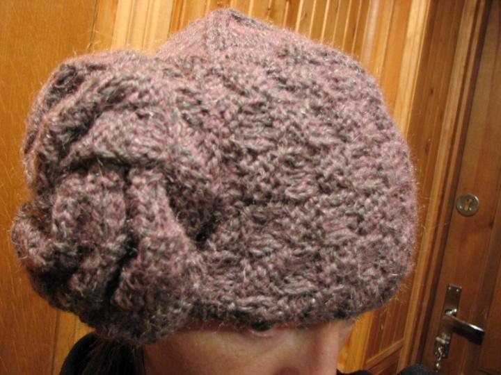 Kepurė su rože