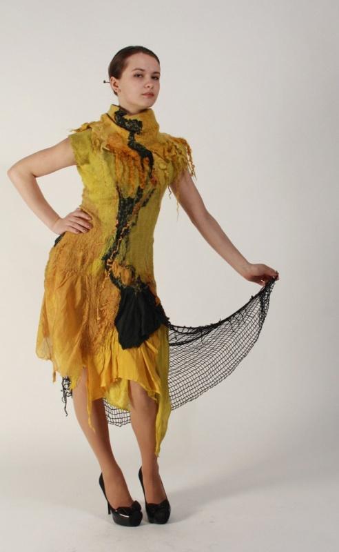 Rudeniškai auksinė suknelė