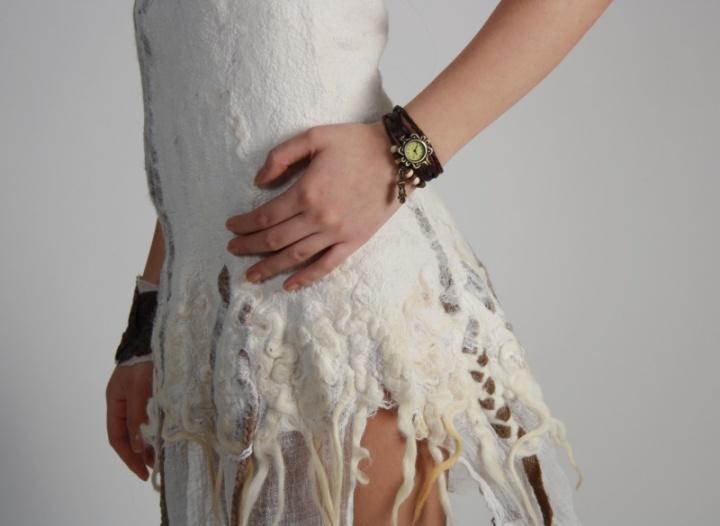 Balta balta šventinė suknelė