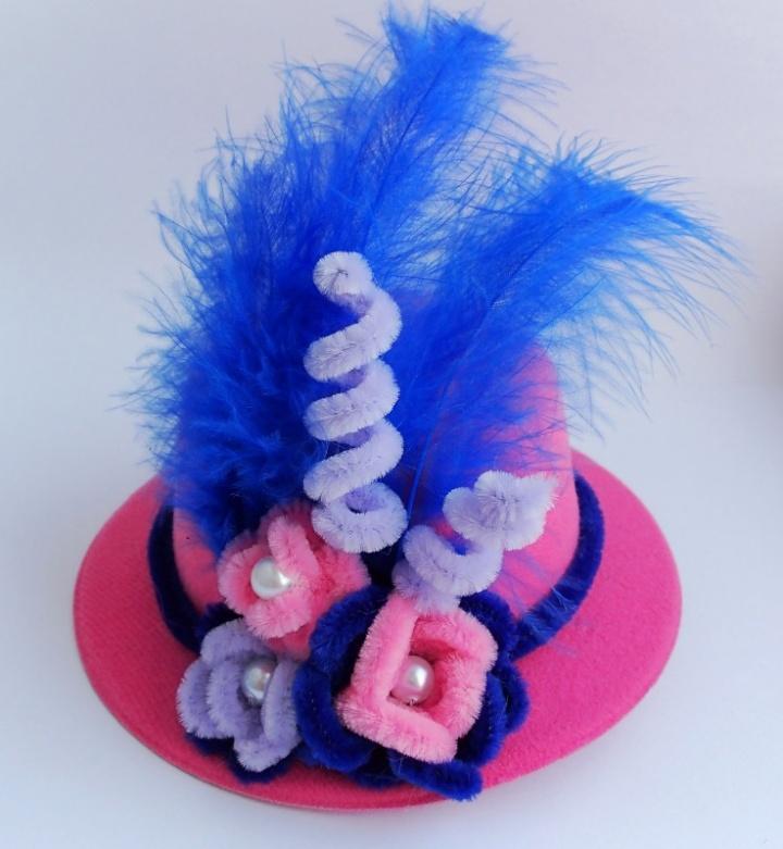 Elegantiška rožinė skrybėlaitė