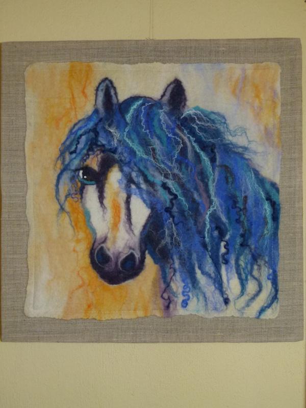 """interjero detalė, paveikslas žirgas """"žydroji svajonė"""""""