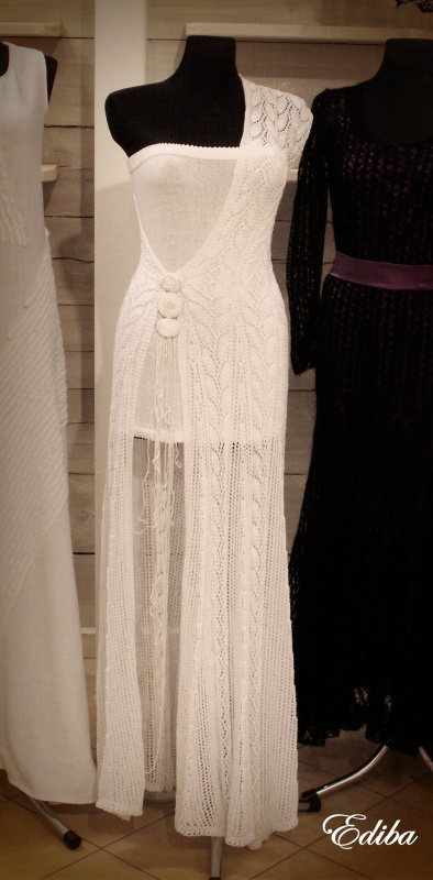 Megzta balta nuotakos suknelė