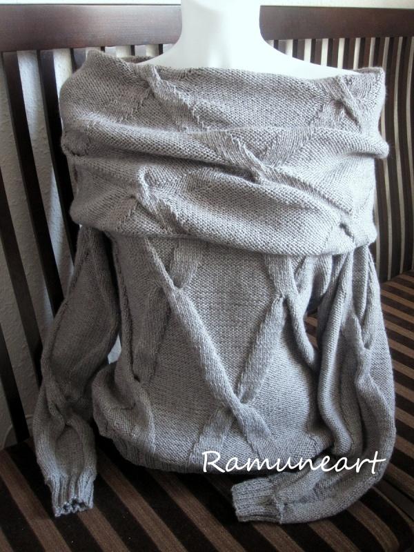 Pilkas megztinis dideliu kalnieriumi