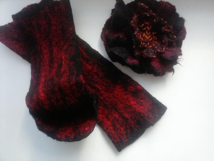 Raudonai juoda elegancija