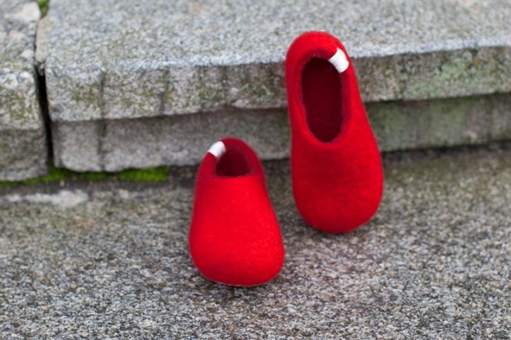 Raudonos vaikiškos šlepetės