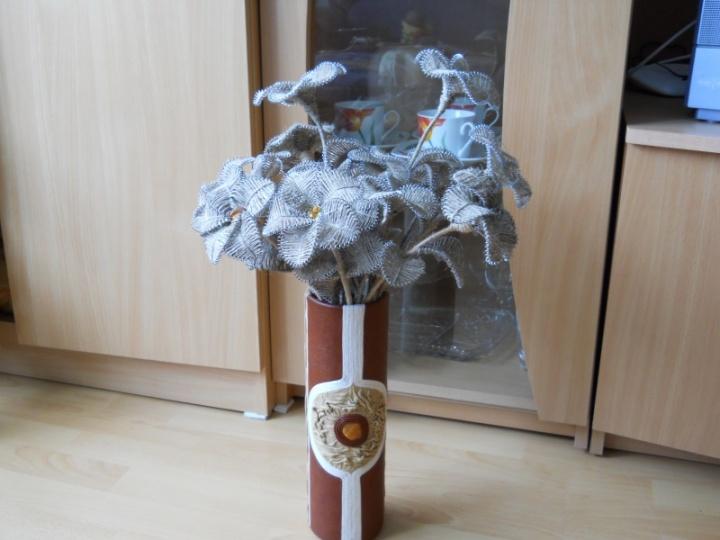 Vaza su gėlėmis