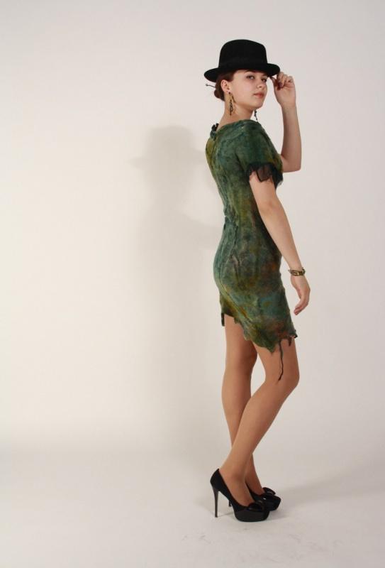 žalia pavasarinė suknelė