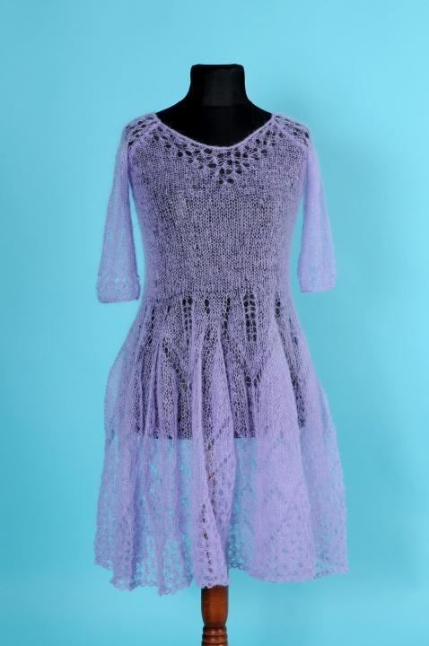 Alyvinė suknelė