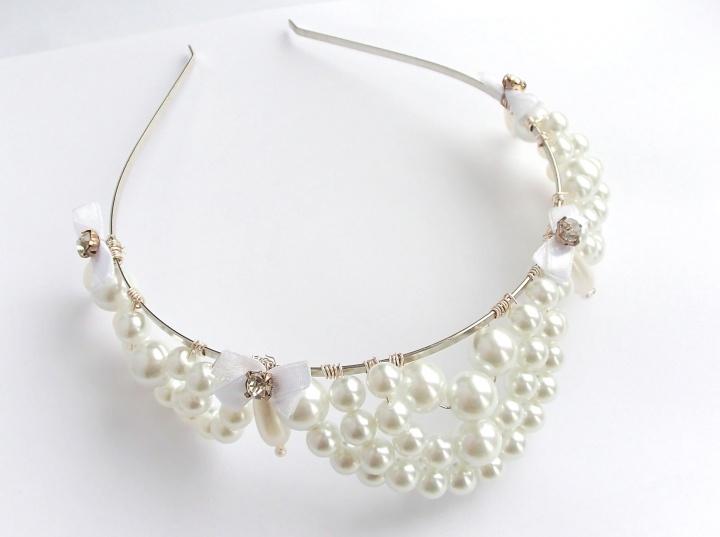 Balta perlinė karūna