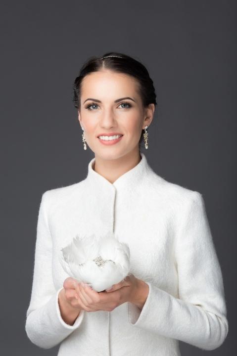 Baltas vestuvinis švarkelis pavasariui