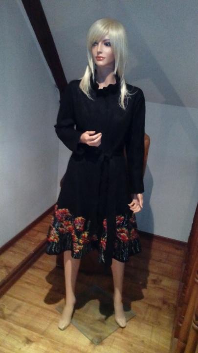 Juodas paltukas, aguonos tapytos