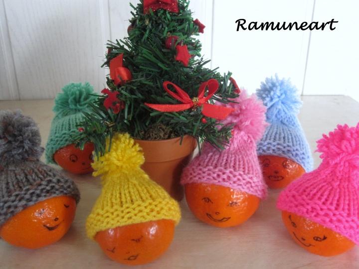 Kalėdinės dekoracijos - kepurytės.