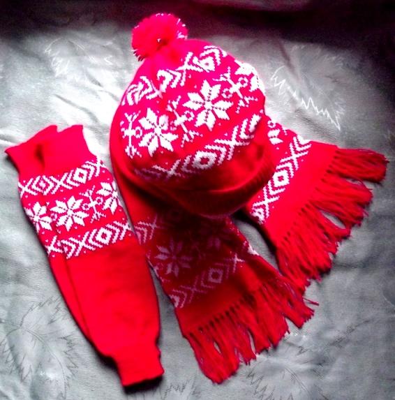 Kepurė, šalikas ir blauzdinės