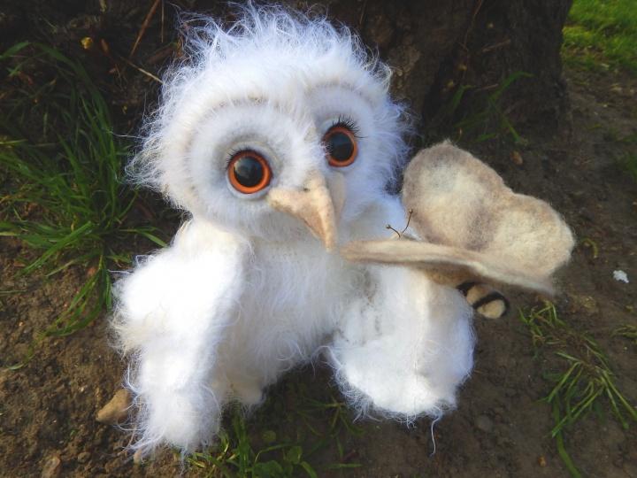 Nerta pelėdžiukė Eglantina ir veltos vilnos drugelis Nertas žaislas balta pelėda