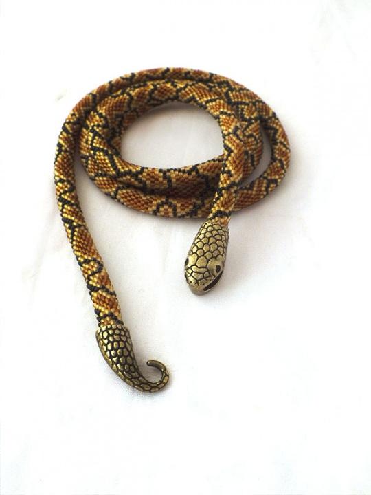 Nertas vėrinys(žgutas) ,gyvatės odos imitacija