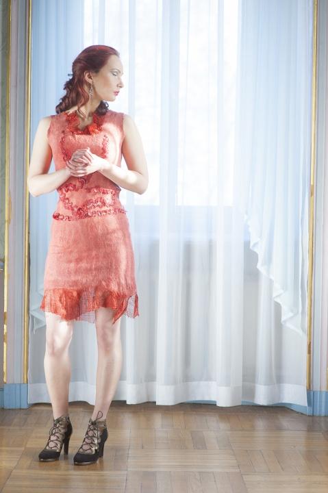 Raudona romantiška  suknelė
