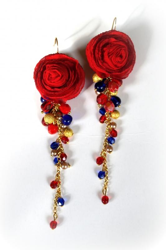 Raudonų rožių auskarai