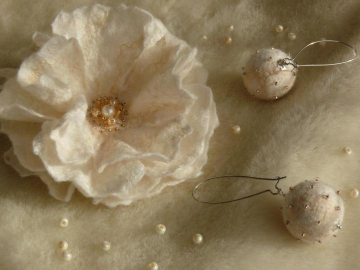 Sagė gėlė balta.