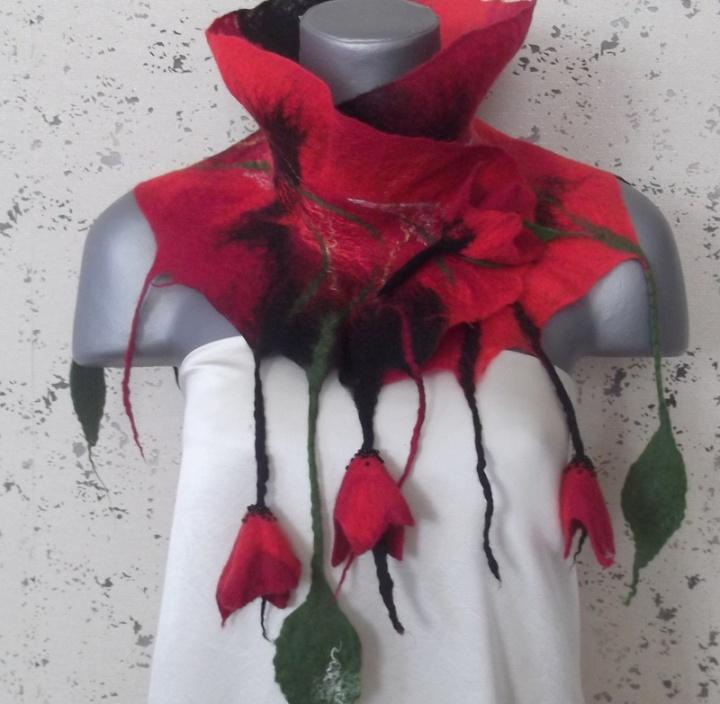 šalikėlis su gėlytėmis