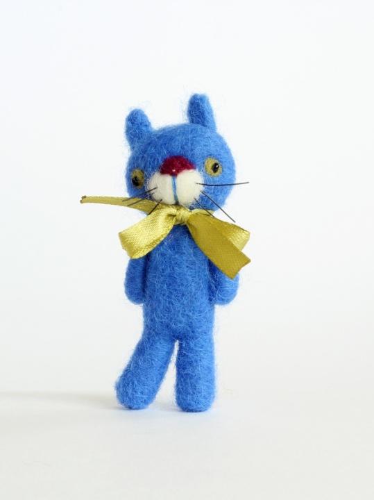 Veltas mėlynas katinas- sagė