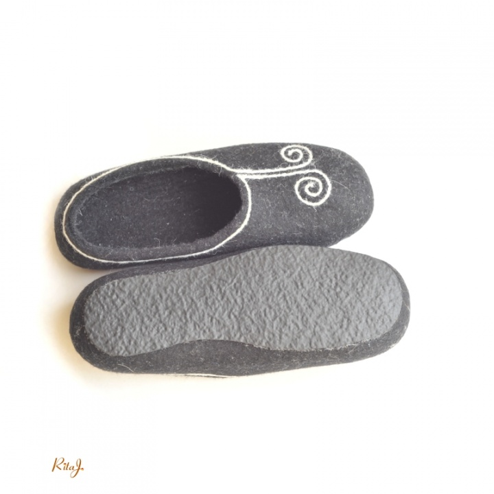Veltinio šlepetės/ felted slippers Swirl