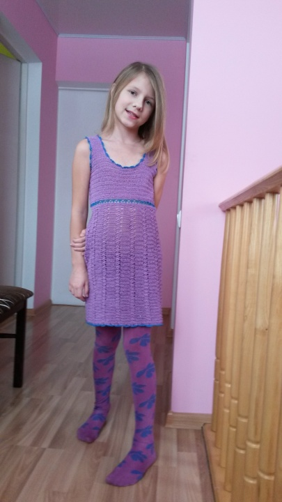 Violetinė nerta suknelė