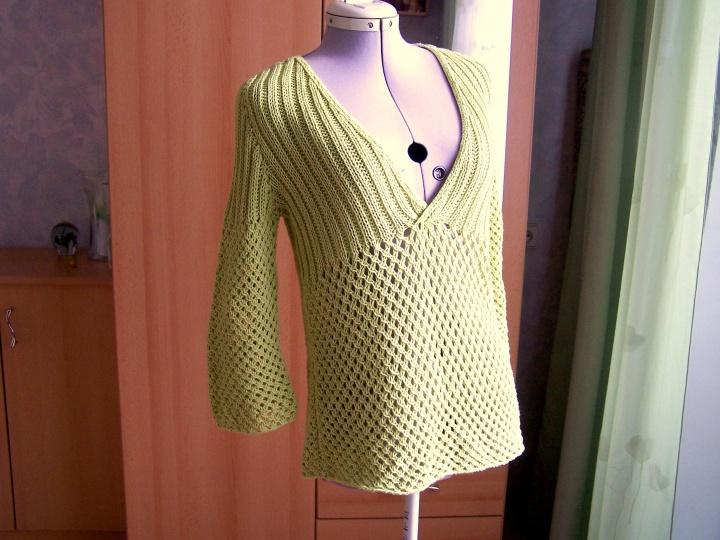 žalsvas kiauraraštis megztinis