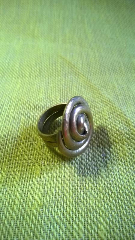 Žalvarinis žiedas Suktukas