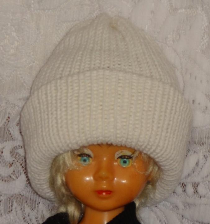 Balta dviguba šilta kepurė