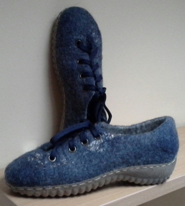 Batai mėlyni