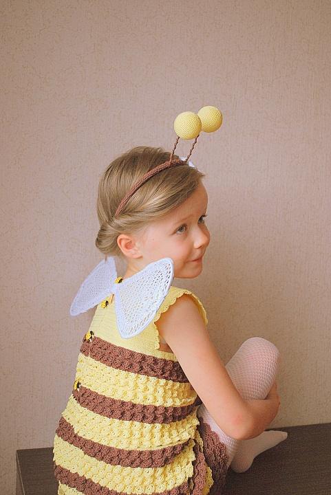 Bitės kostiumas - nerta suknelė, sparneliai ir rageliai