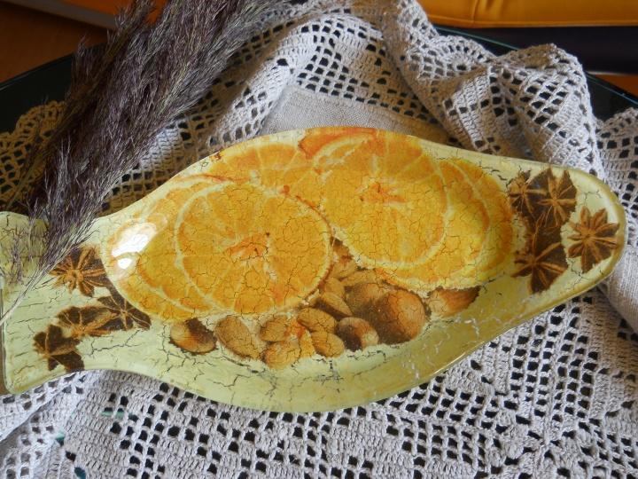 dekoruota žuvies formos lėkštė