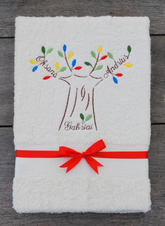 Dovana jaunavežiams - šeimos medis