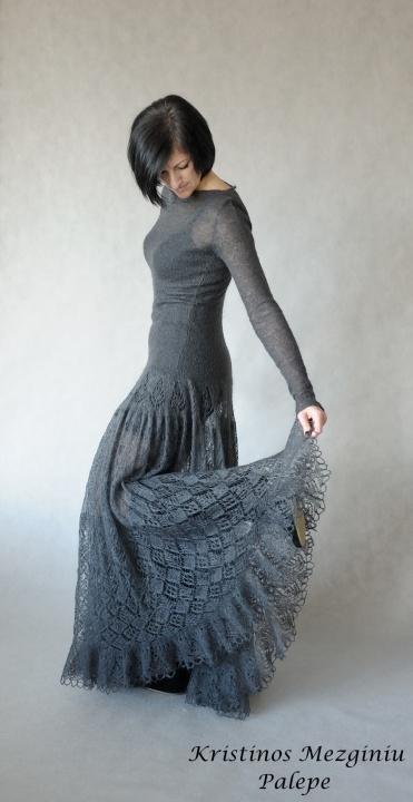 ilga megzta moherinė suknelė