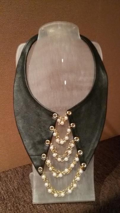Kaklo papuošalas,,Apykaklė su perlais''
