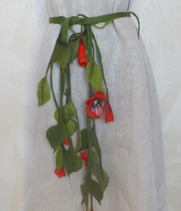 kaklo papuošalas su aguonomis