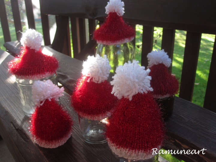 Kalėdinės kepurėlių dekoracijos