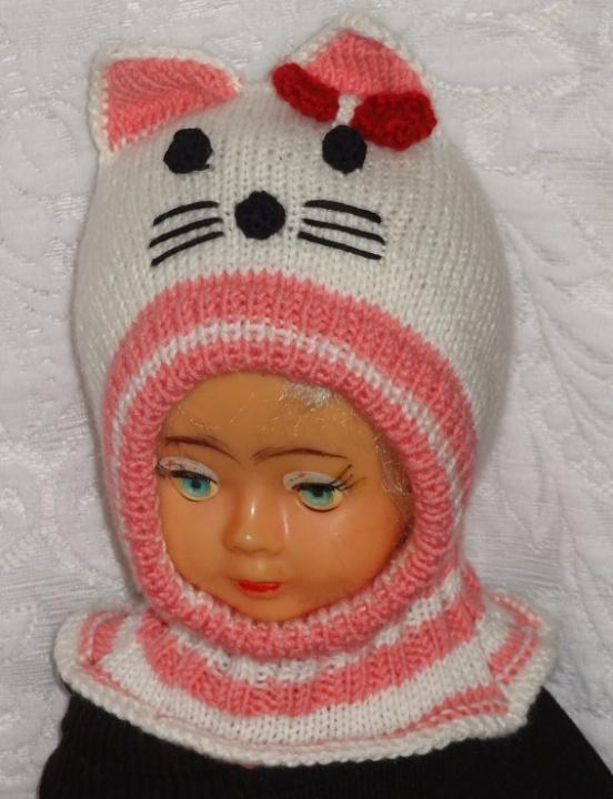Kepurė šalmas Balta rožinė Katytė